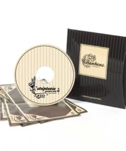 CD med musikk og tilbehør for striptease. Overrask din partner med en dans ikledd sexy undertøy! Fra Bijoux Indiscrets.