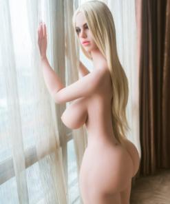 Iselin. Realistisk naturtro sexdukke. 152 høy. 37 kg. Lys hud. Langt blondt hår. Oral, vaginal og anal åpning.Individuelle tilpasninger er mulig.