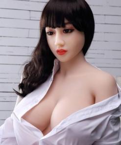 Miri. Realistisk naturtro sexdukke. 150 høy. 36,6 kg. Lys hud. Langt svart hår. Asiatisk utseende. Oral, vaginal og anal åpning.Individuelle tilpasninger er mulig.