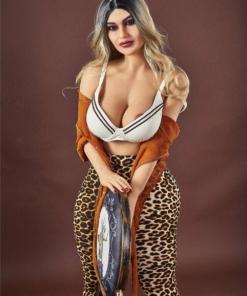 Daria. Realistisk og naturtro sexdukke. 158 cm høy, veier 48 kg. Lys hud og langt blondt hår. Oral, vaginal og anal åpning. Individuell tilpasning er mulig.