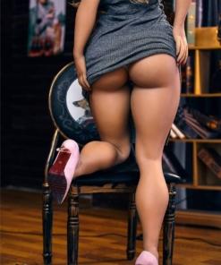 Tatyana. Realistisk og naturtro sexdukke. 158 cm høy, veier 33 kg. Solbrun hud og langt mørkeblondt hår. Formfull. Oral, vaginal og anal åpning. Individuell tilpasning er mulig.