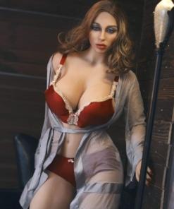 Sabrina. Realistisk og naturtro sexdukke. 158 cm høy, veier 45 kg. Solbrun hud og langt brunt hår. Oral, vaginal og anal åpning. Individuell tilpasning er mulig.